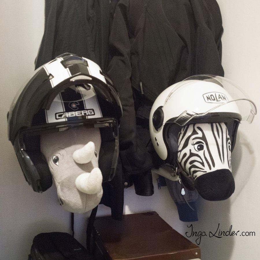 Wieszaki uchwyty stojaki na kaski motocyklowe i rowerowe