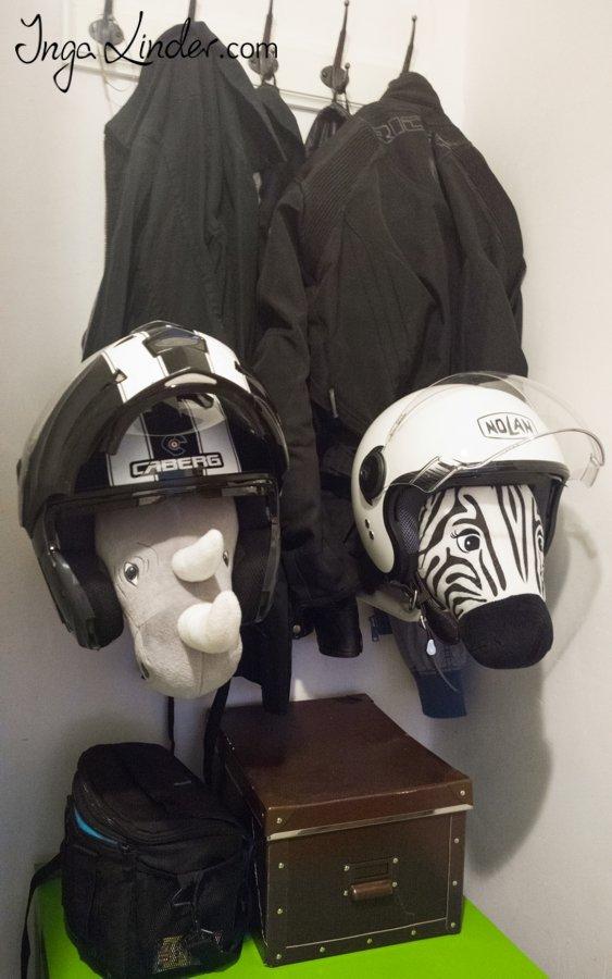 Wieszaki uchwyty stojaki na kaski motocyklowe